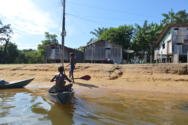 Children boat in the fishing community of Vila Nova, Brazil. Photo by Laura Castro-Diaz.