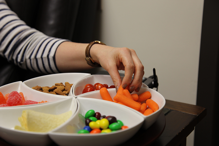 Participant chooses a carrot from the tray of snacks in Kononova's multitasking experiment.